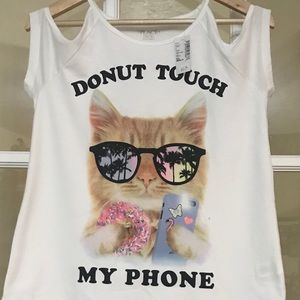 Girls who love cats will love this shirt